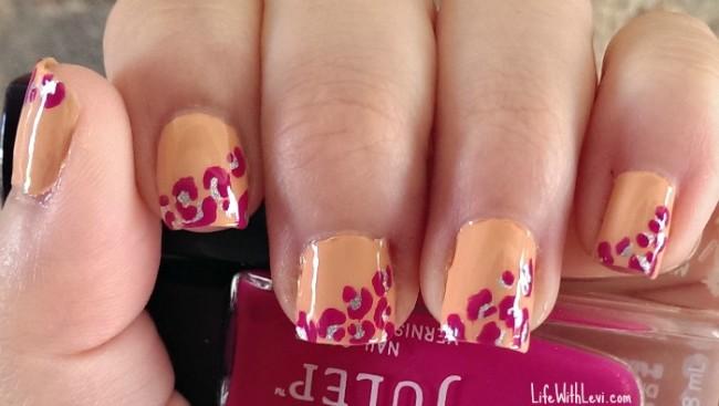 pink cheetah print details
