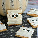 Easy Halloween Treat: Mummy Graham Crackers